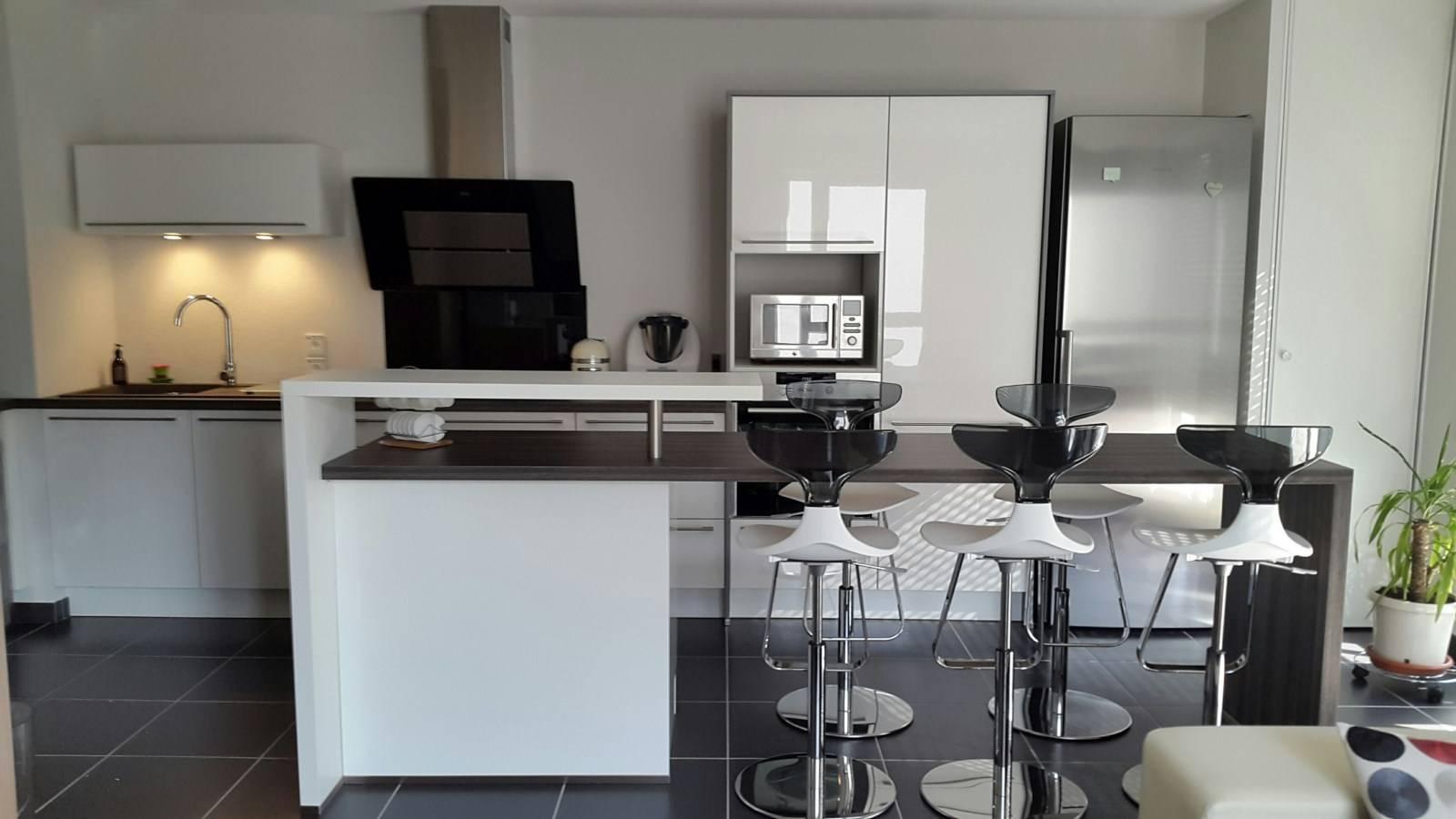 Cuisine sur mesure lyon 69008 dans un logement neuf for Cuisine x roussien lyon
